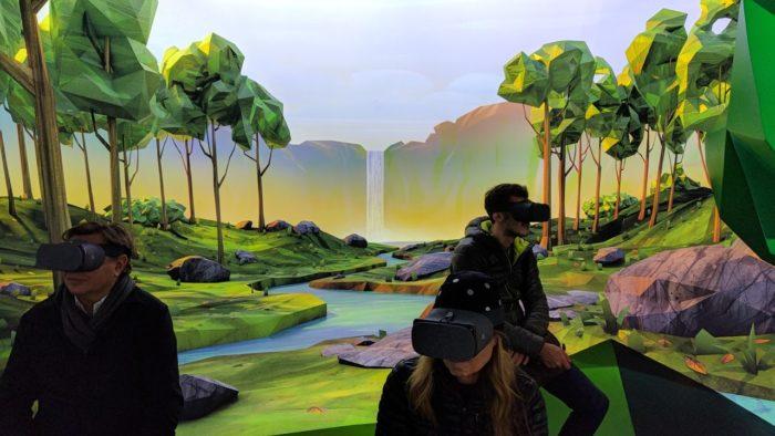 В чем отличие дополненной реальности (AR) от виртуальной реальности (VR)