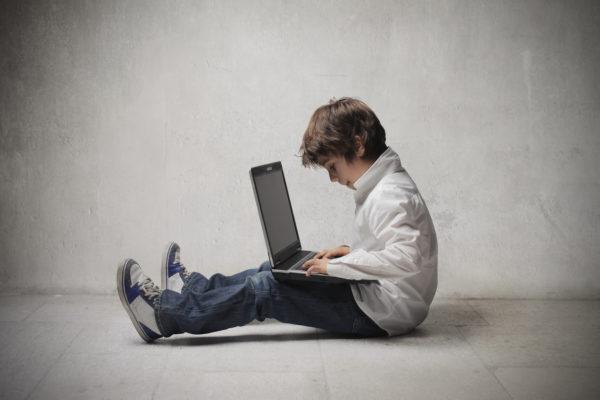 какой ноутбук выбрать ребенку в школу
